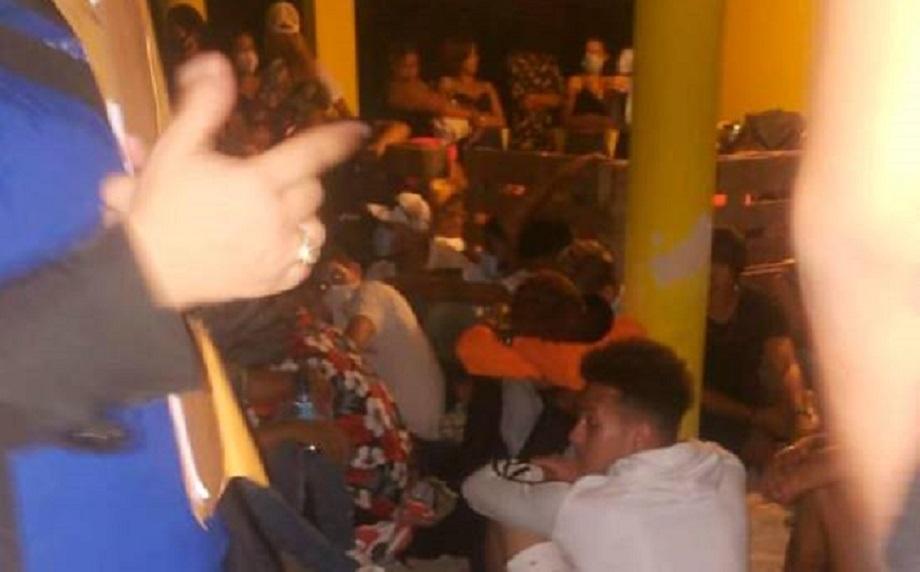Misterio Público apresa 70 personas en fiesta clandestina en Sabana Perdida (Fuente: externa)