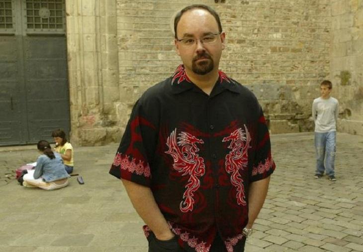 Muere aclamado autor español Carlos Ruiz Zafón a los 55 años.
