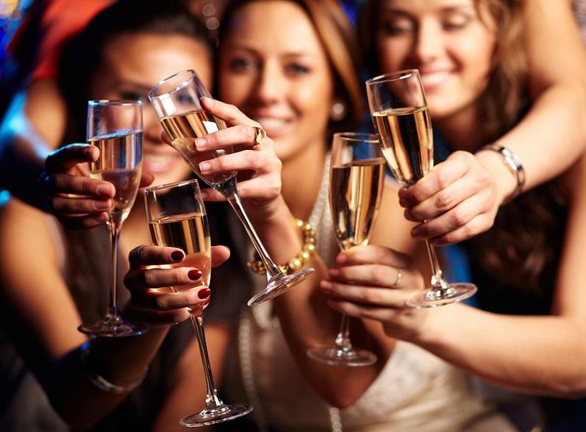 Estrógeno y efecto del alcohol en las mujeres.