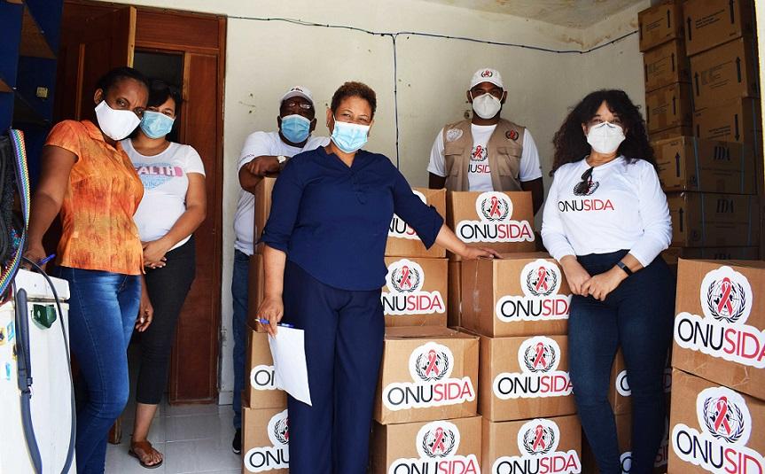 ONUSIDA entrega alimentos a portadores VIH en GSD.