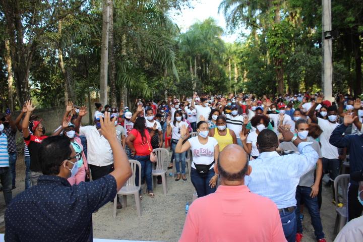 PRM juramenta movimiento en apoyo de Luis Abinader en SDN.