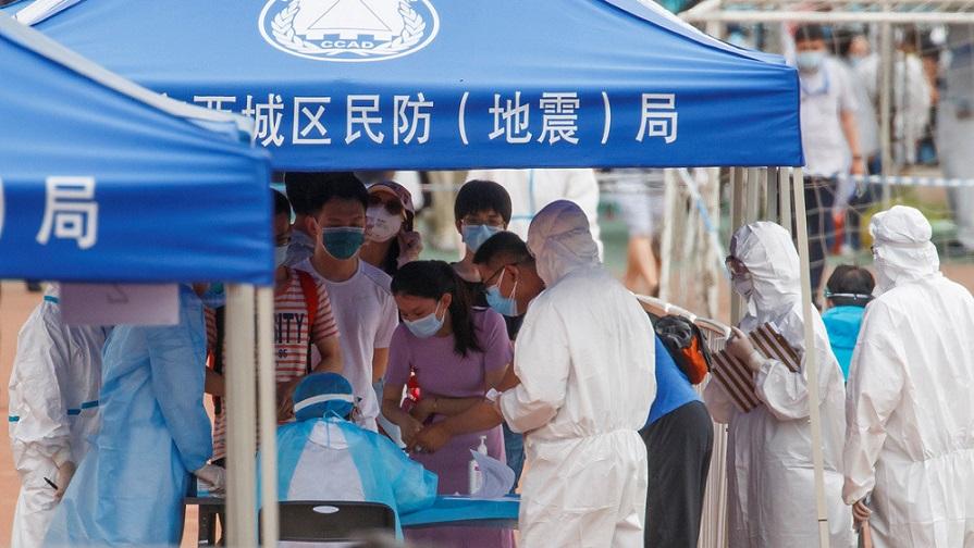 El foco del mercado de Pekín supera el centenar de contagios.
