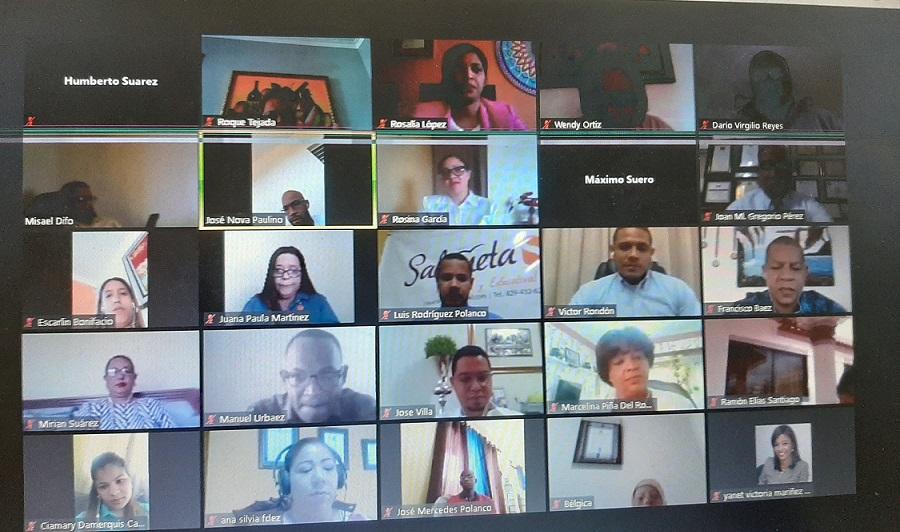 Profesores participan en taller de formación virtual impartido por el INAFOCAM.