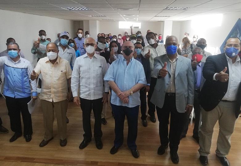 Hipólito Mejía juramenta miembros Sector Externo a favor de Abinader.