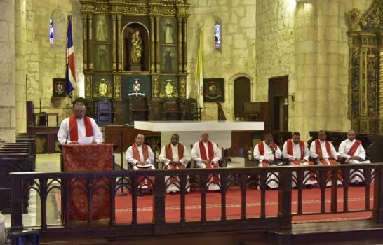 Iglesia católica anuncia servicios a partir de este miércoles.