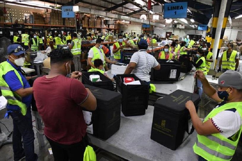 Valijas electorales confeccionadas por la JCE.