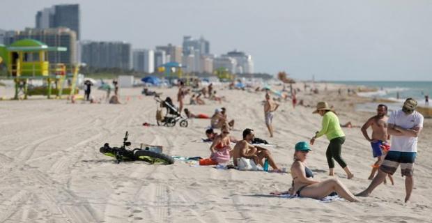 Miami cierra playas por nuevo brote de coronavirus.