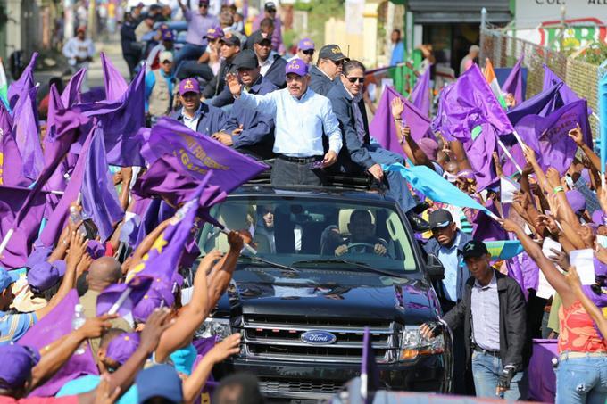 Presidente Medina sale a las calles en apoyo a Gonzalo Castillo.