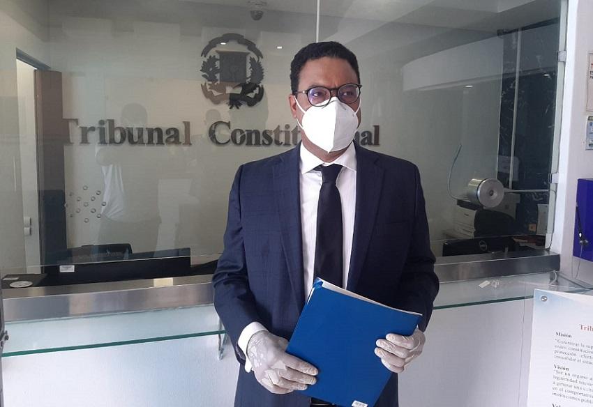 Abogado Namphi Rodríguez deposita solicitud de insconstitucionalidad en TC.