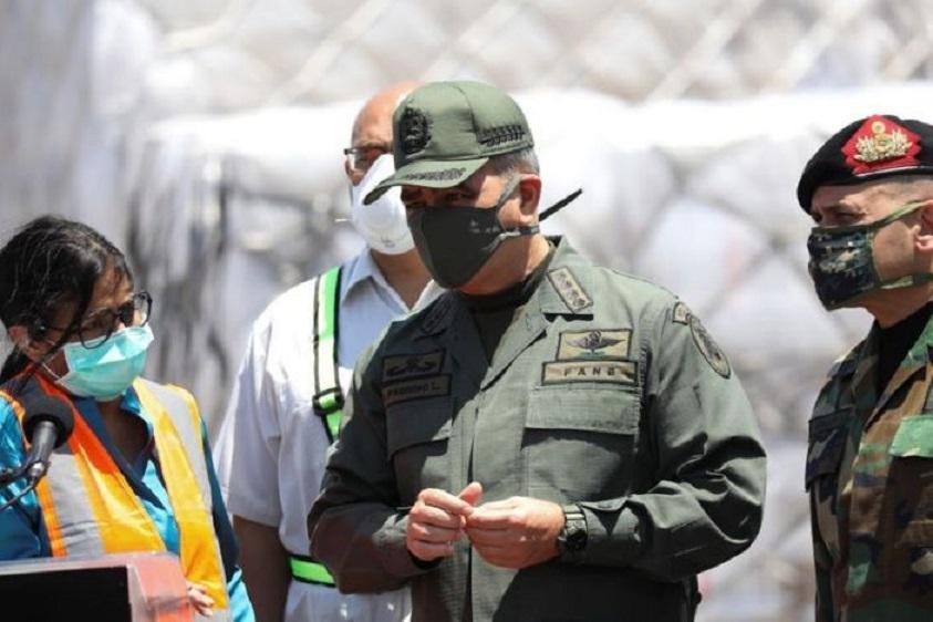 Ministro de Defensa de Venezuela, Vladimir Padrino, junto a la vicepresidenta del país, Delcy Rodríguez, y el comandante del Comando Estratégico Operativo, almirante Remigio Ceballos, en Caracas.