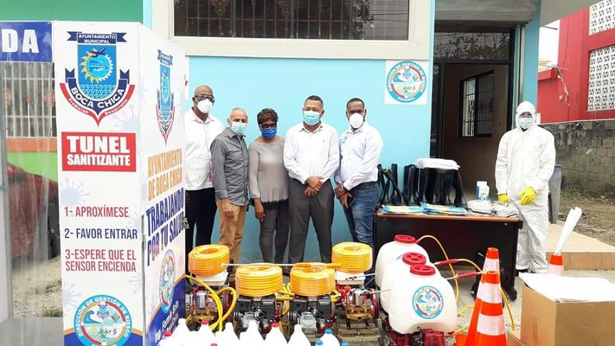 Alcaldía de Boca Chica realiza operativo contra coronavirus.