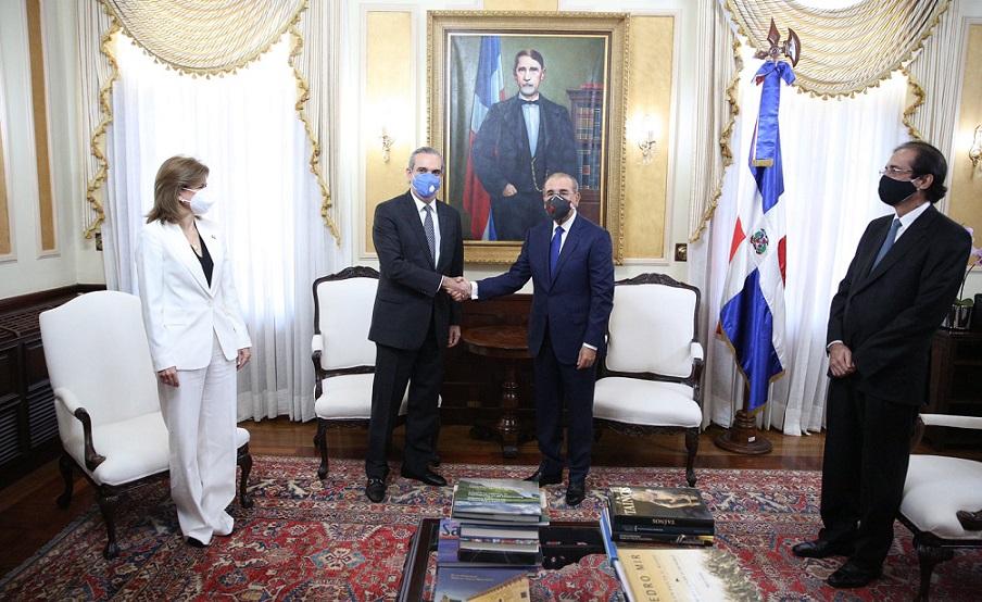 Visita de Luis Abinader al presidente Danilo Medina para coordinar traspaso de mando.