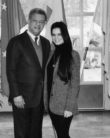 Leonel Fernández junto a su hija Nicole.