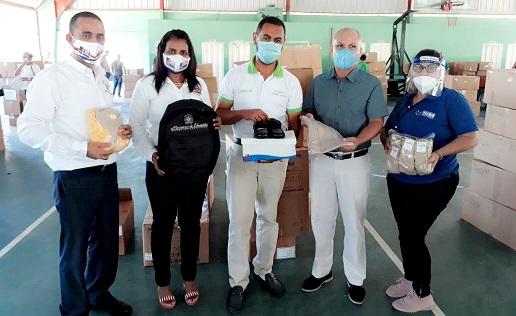 MINERD entrega set escolares en Puerto Plata