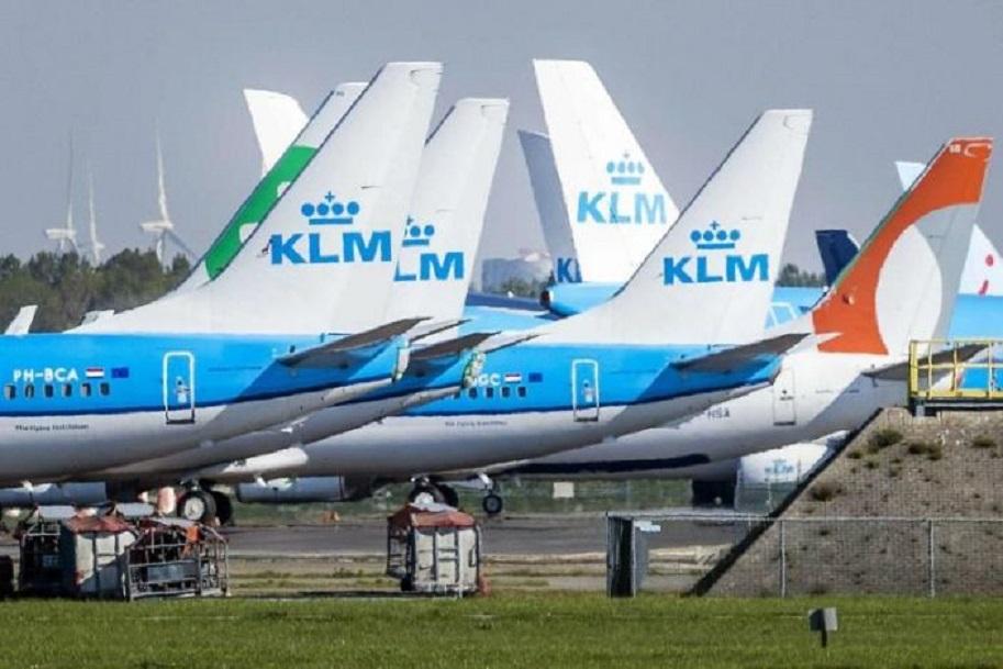 La aerolínea holandesa KLM reducirá su plantilla en 5.000 empleos por la COVID.