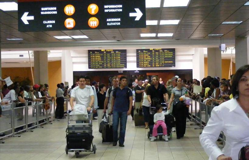 Aumenta flujo de pasajeros en Aeropuerto de Las Américas.