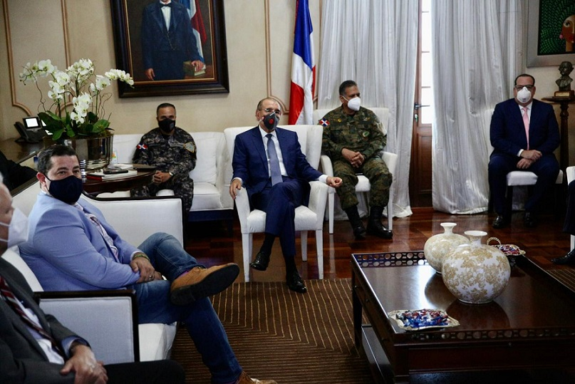 Presidente Danilo Medina se reúne con comité de emergencia.