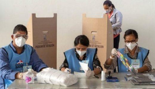 Luego de que el coronavirus obligara a posponer los comicios en mayo y tras la cancelación de las elecciones municipales en febrero, República Dominicana elige este domingo nuevo Congreso y presidente. (Fuente: EPA)