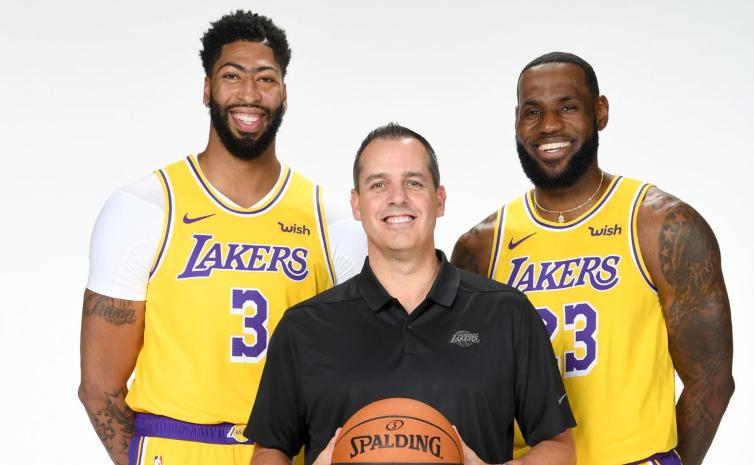 Entrenador de Lakers favorece LeBron y Davis con premios del año.