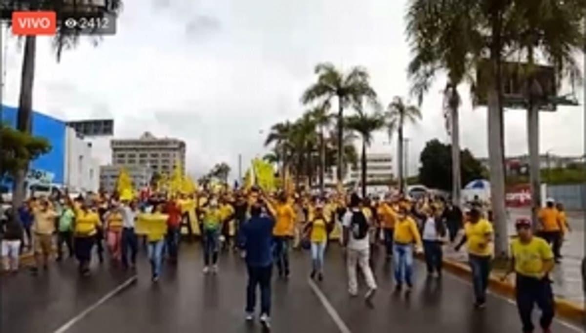 Grupo marcha al Congreso por fondo AFP.