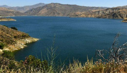 El lago Piru se encuentra en el sureste de California.