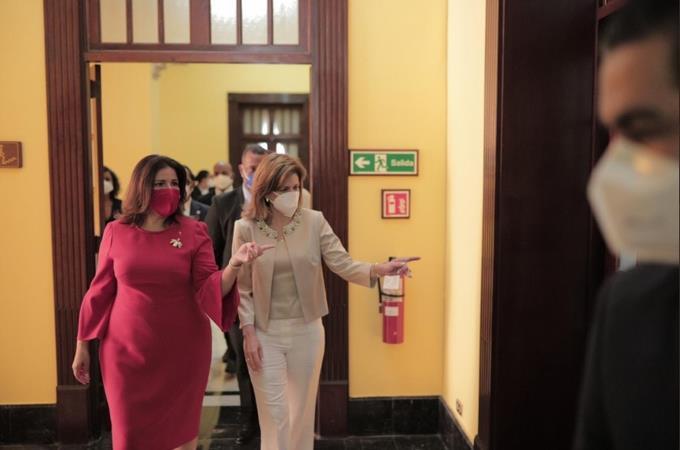 Margarita Cedeño y Raquel Peña realizan recorrido Palacio Nacional.