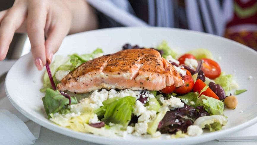 Ingerir pescado beneficia cerebro ante aire contaminado.
