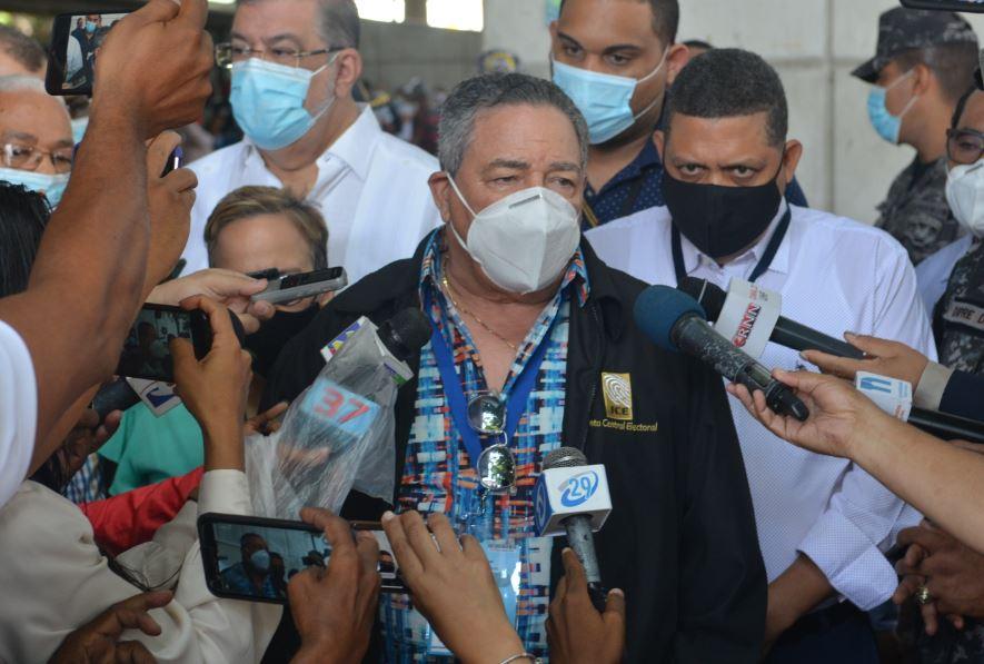 Investigan miembros de la Junta de Santiago por robo de 37 millones.