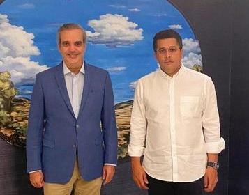 Presidente electo Luis Abinader visita al exalcalde David Collado en su residencia