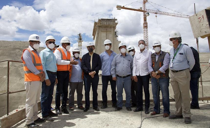 Presidente Medina supervisa trabajos de presa Monte Grande.