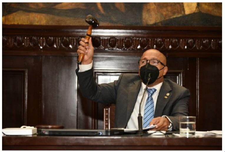 Alfredo Pacheco, presidente de la cámara de Diputados, en sesión.