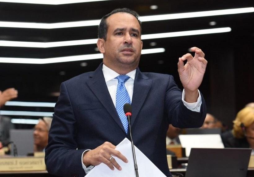 Víctor Suárez diputado del PLD.