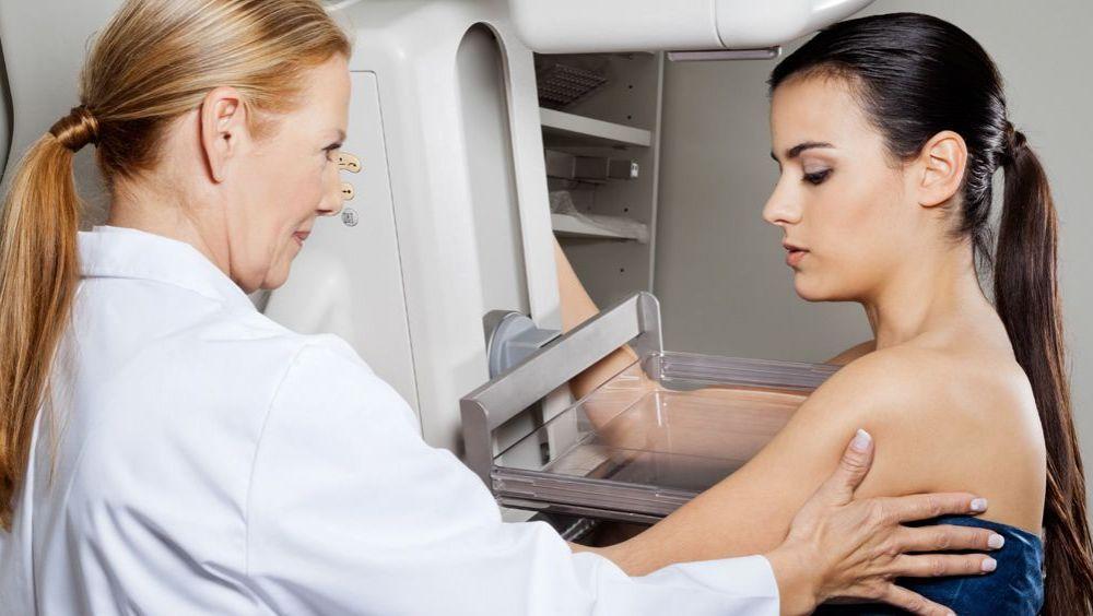 Mamografía para detectar cáncer de mama.