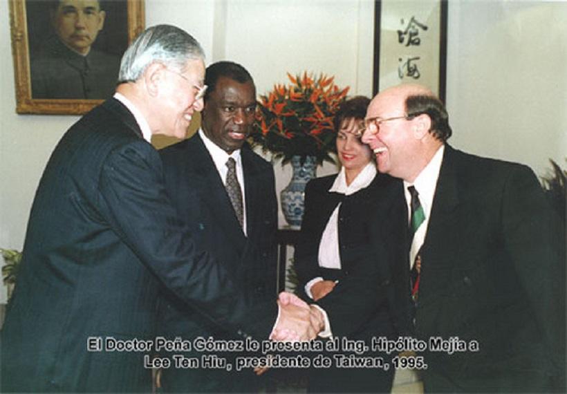 Expresidente Mejía lamenta muerte de Lee Teng-hui.