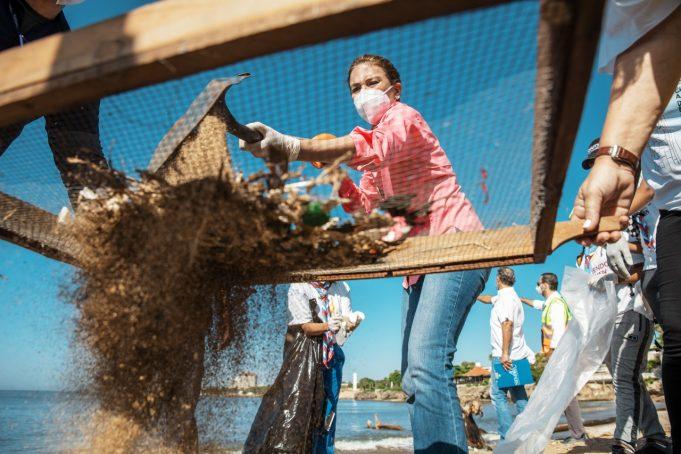 Alcaldesa Mejía participa en jornada por Día Mundial de la Limpieza de Costas