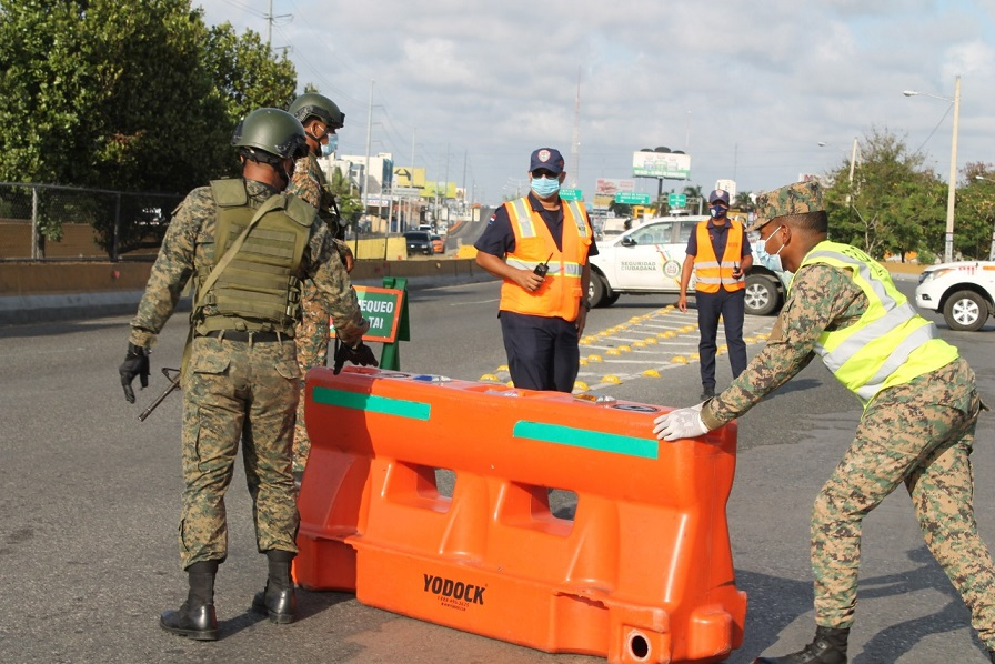 Ministerio de Defensa refuerza vigilancia por toque de queda.