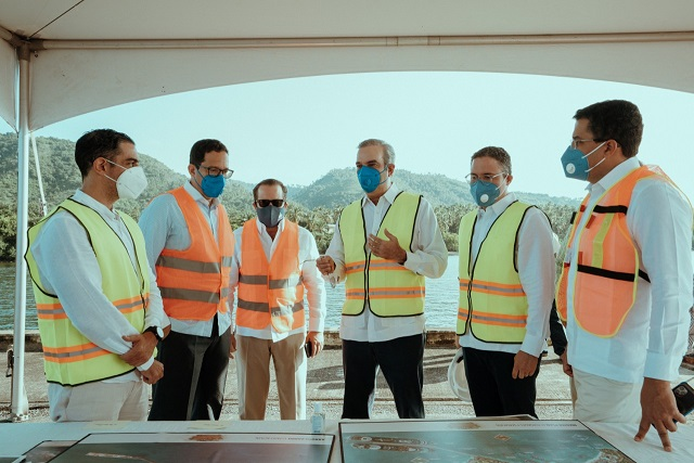 Presidente Abinader y Director Ejecutivo APORDOM buscan reactivar operaciones del Puerto de Arroyo Barril