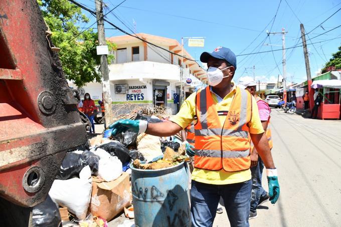 Alcalde Pedro Brand asegura su hija cometió un error en declaración jurada y que su patrimonio asciende a RD$10 millones