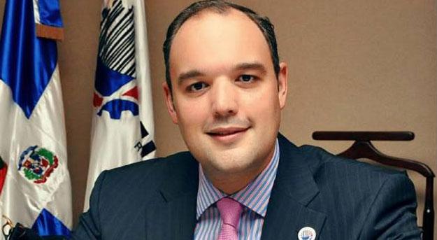 Senador Castillo Sabiñón respalda independencia de la JCE; pide consenso entre organizaciones política