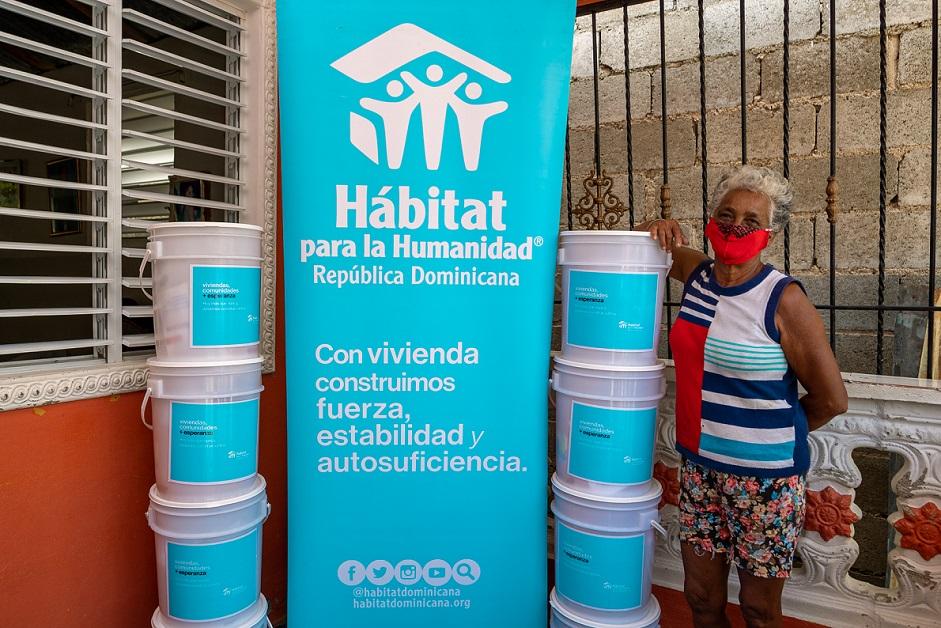 Hábitat para la Humanidad dona kits de higiene.