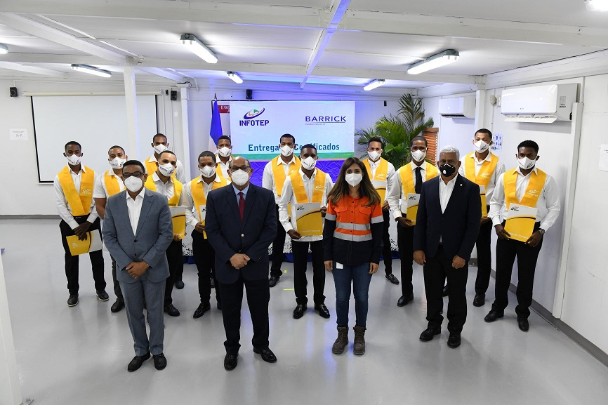 INFOTEP gradúa doce participantes carrera Minería.