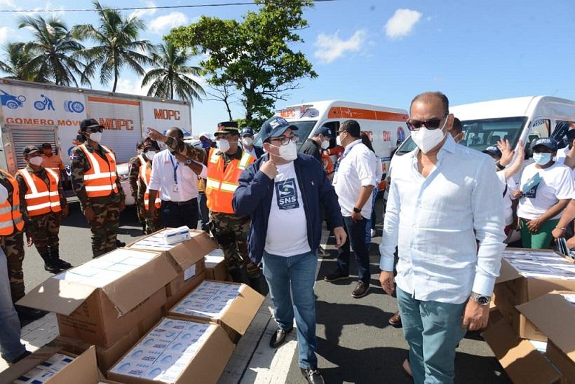 Obras Públicas y Servicio de Salud distribuyen mascarillas.
