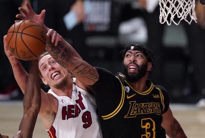 LeBron, Davis y Lakers someten otra vez al Heat, le ganan en el segundo juego 124-114