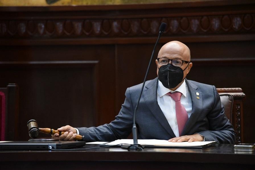 Alfredo Pacheco envía proyecto presupuesto nacional a comisión bicameral.
