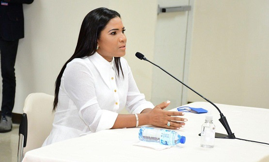 Periodista Rosario aspira a JCE moderna y empática