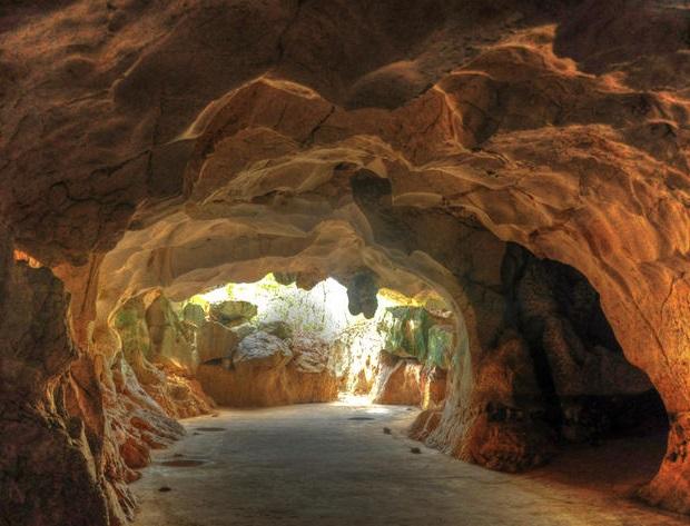 Piden proteger Cuevas del Pomier.
