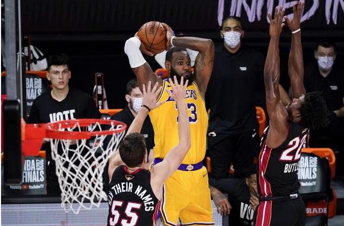 Lakers vencen al Heat 102-96 y toman ventaja 3-1 en la serie, a un triunfo del título