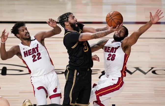El Heat evita la eliminación, vence a los Lakers 111-108, Jimmy Butler anota 35