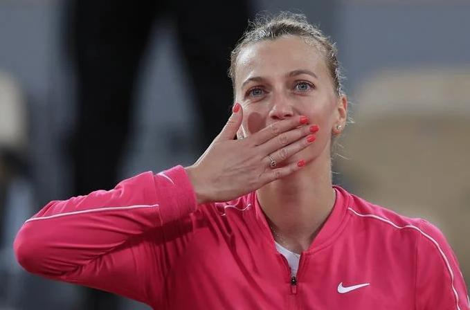 Djokovic sigue pasando la aplanadora, kvitova tiene emotiva victoria