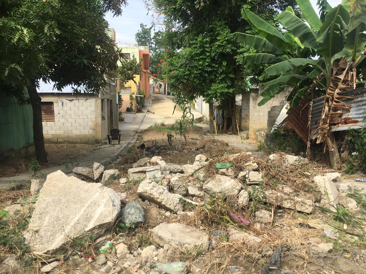 SDN: vecinos esperan asfaltado calles sector Carlos Álvarez por más de 15 años